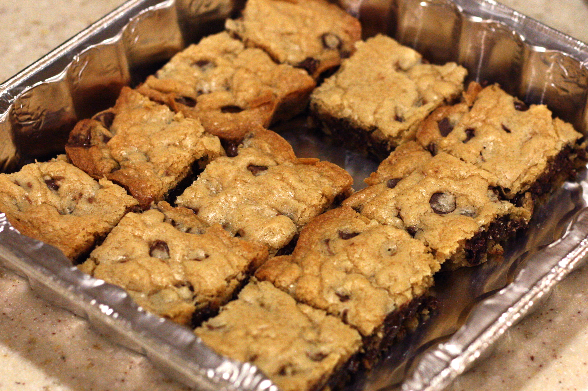 Easy Chocolate Chip Cookie Bars – Em's Bytes