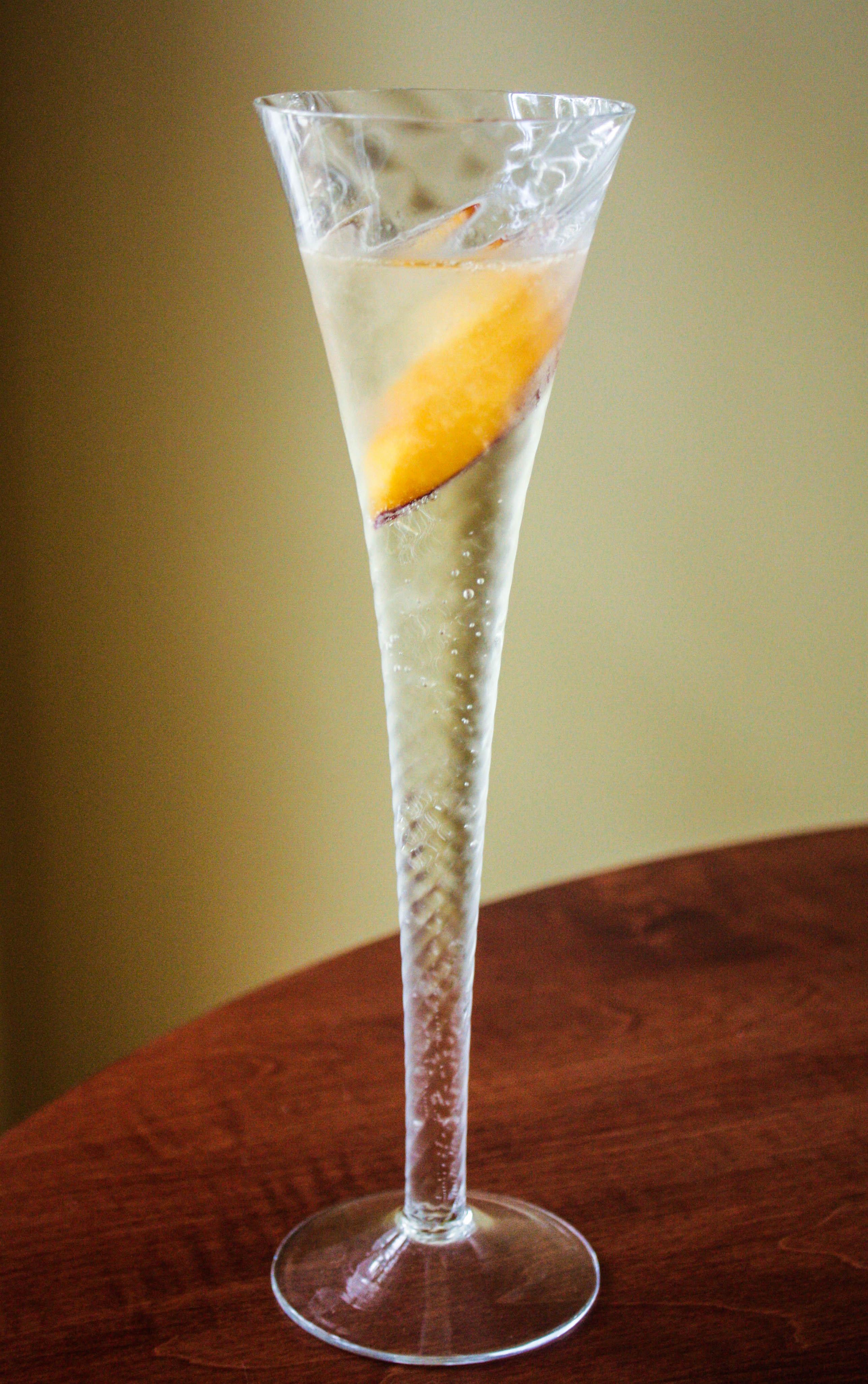Peach Prosecco Cocktail | Em's Bytes