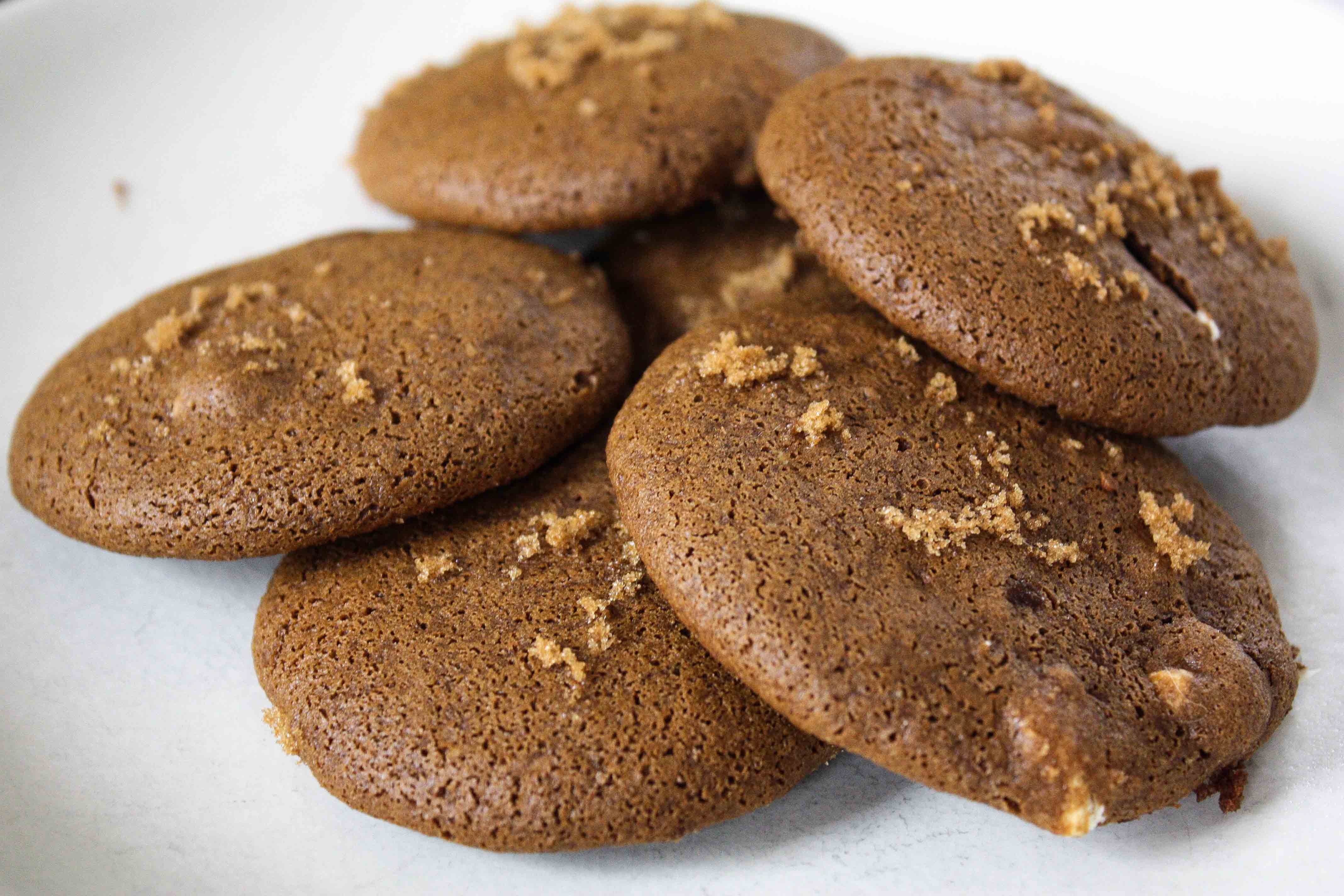 Ginger Molasses Cookies With Chocolate Chunks Recipe ...